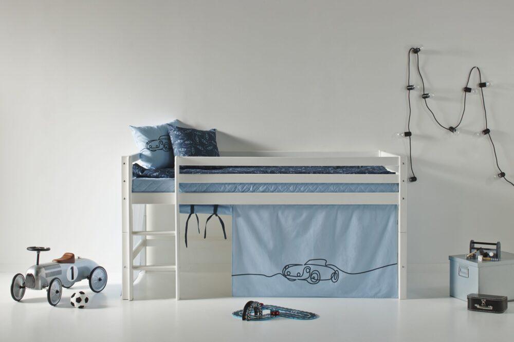 Halfhigh bed